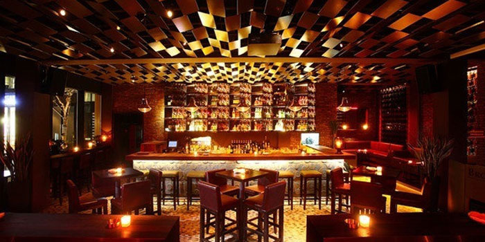 Indoor of Brownstone Tapas & lounge located on Yongjia Lu