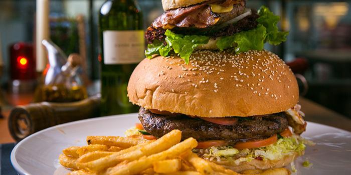 Yasmine Burger from Yasmine