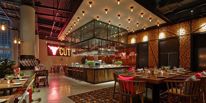 Indoors of THE CUT Steak & Fries located in Xuhui, Shanghai