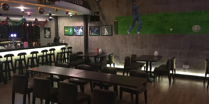 Indoor of Hit Wicket Indian Restaurant & Bar located in Hongkou District, Shanghai