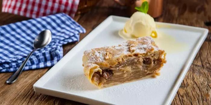 Dessert from Zeitgeist located on Haifang Lu, Jing