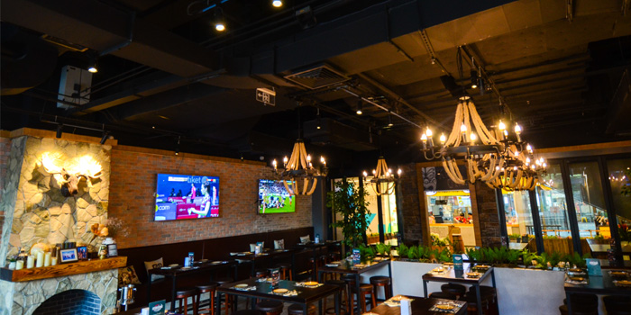 Indoor of KIWIANA Sports Bar & Kitchen located in Xuhui, Shanghai