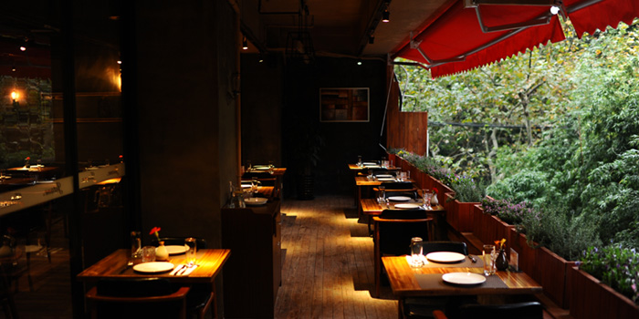 Indoor of Jstone. Italian Kitchen & Bar (Xiangyang Park) located in Xuhui, Shanghai