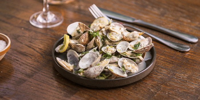 Clams of Cafe des Stagiaires (Julu Lu) located in Luwan, Shanghai