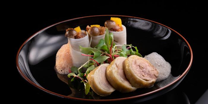 Chicken and Duck Roll of Hakkasan located on the bund