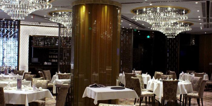 Indoor of Crystal Jade Restaurant (Takashimaya) located in Changning, Shanghai