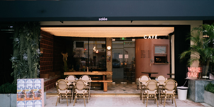 Outdoor of Salée Bar & Cafe located in Jing