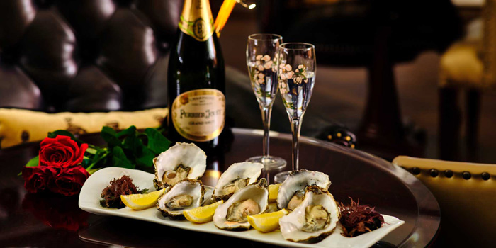 Oyster of Long Bar (Waldorf Astoria Shanghai on the Bund) located in Huangpu, Shanghai