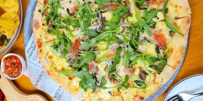 Pizza of Irish Pub No.9 (Jiujiang Lu) located in Huangpu District, Shanghai
