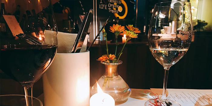 Indoor of dot Bistrol & Wine Bar located in Xuhui, Shanghai