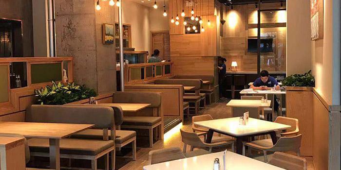 Indoor of Element Fresh (Ruihong) located in Hongkou, Shanghai