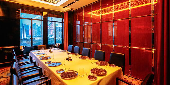 Large table of 8 1/2 Otto e Mezzo Bombana located on the Bund, Shanghai
