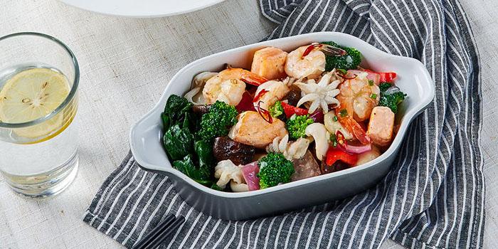 Salads of Element Fresh (Ruihong) located in Hongkou, Shanghai