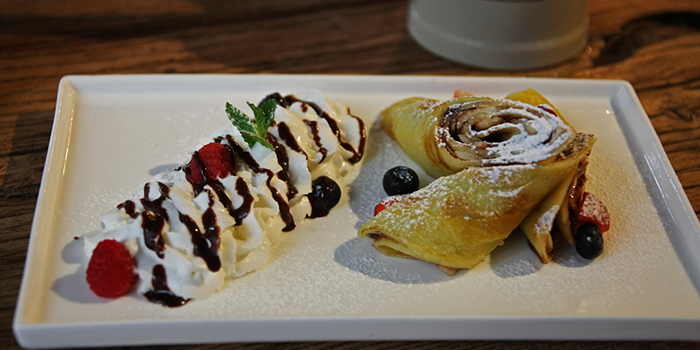 Crepe from Zeitgeist located on Haifang Lu, Jing