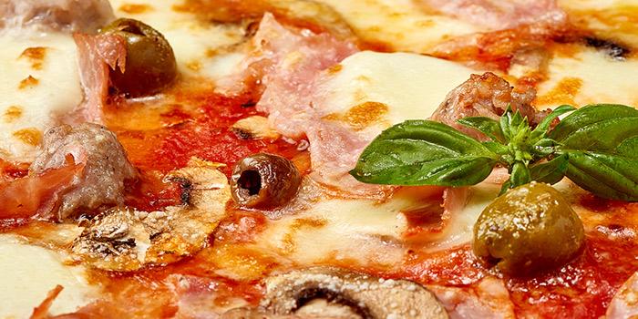 Pizza of Bella Napoli (Nanhui Lu) in Jingan, Shanghai