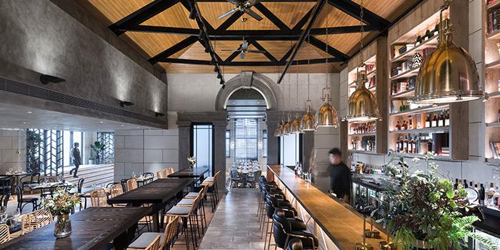 Bar of ROOF 325 Restaurant & Bar located in Huangpu, Shanghai
