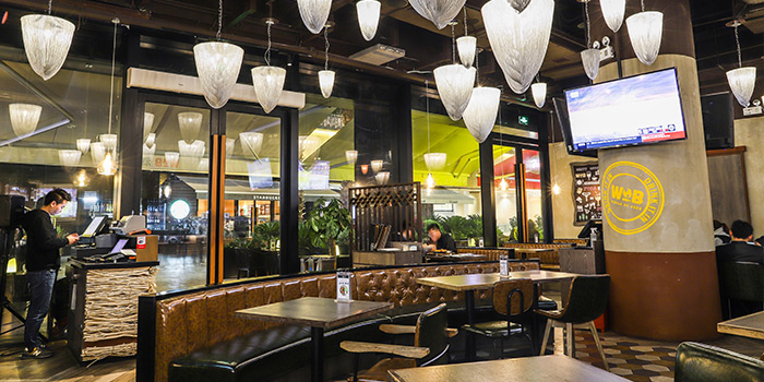 Indoor of WORLD OF BEER (Century Link Mall) located located in Pudong, Shangha