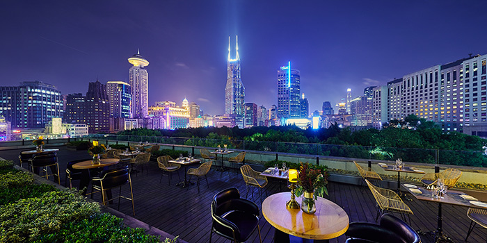 Outdoor of ROOF 325 Restaurant & Bar located in Huangpu, Shanghai