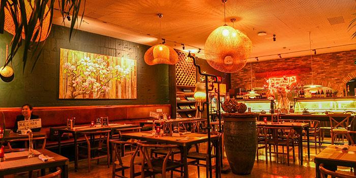 Indoor of Yasmine's Hotpot (Xiangyang Lu) located in Xuhui, Shanghai