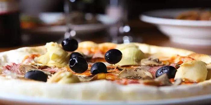 Pizza of La Vite (Wulumuqi Lu) located in Xuhui, Shanghai