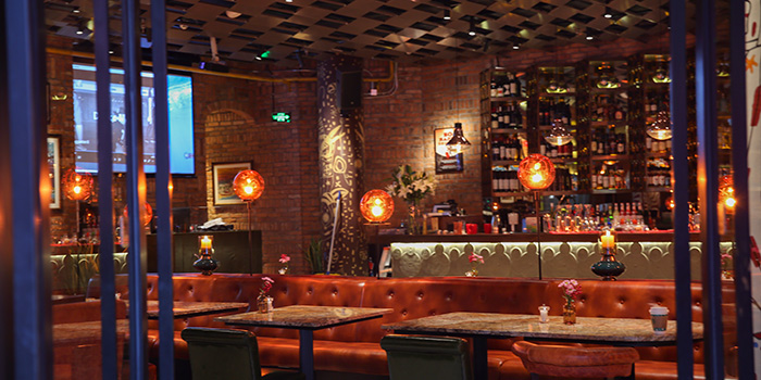 Indoor of Brownstone Tapas & Bar (96 Plaza) located in Pudong, Shanghai
