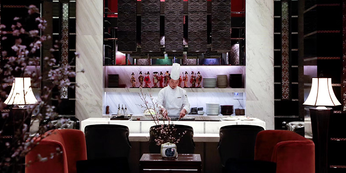 Indoor of Mi Teppanyaki and Sushi Lounge (Four Seasons Hotel Pudong, Shanghai) located in Pudong, Shanghai