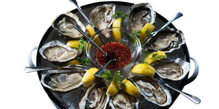 Oyster of M-Cross Restaurant & Bar locate in Lujiazui, Shanghai