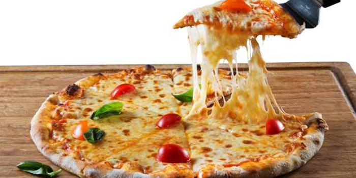 Pizza of M-Cross Restaurant & Bar locate in Lujiazui, Shanghai