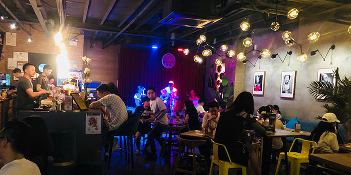 Indoor of delimuses & Magpie bar located in Jing