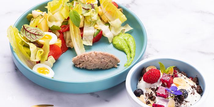 Salad of eat n work located in Lujiazui, Pudong, Shanghai