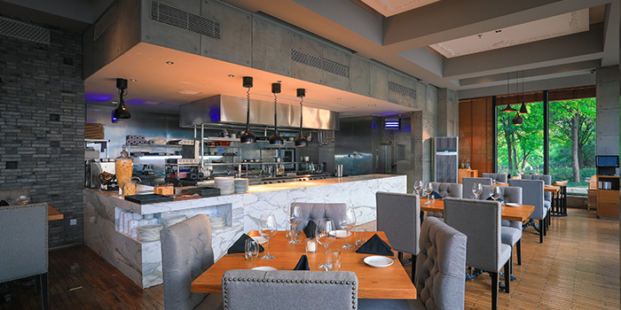 Bar of TAVOLA Dining located in Pudong, Shanghai