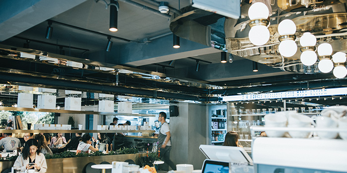 Indoor of e.R Coffee Roasters located Jing
